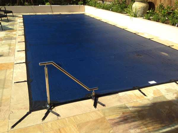 Blue leaf cover - Rectangular pool with handrail