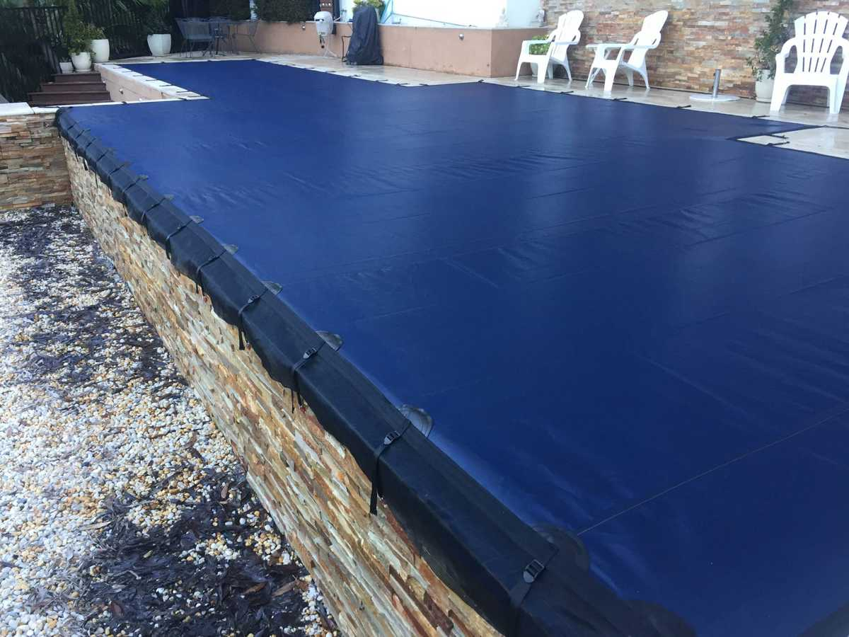 Leaf cover on Perth infinity wet edge pool