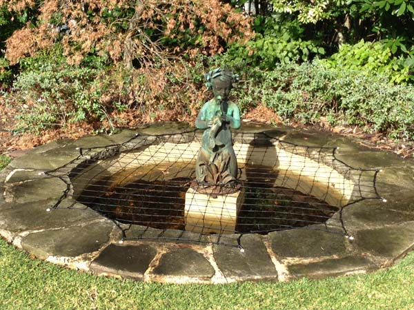 Pond safety net - round pond with statue