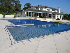 Swimming pool safety net