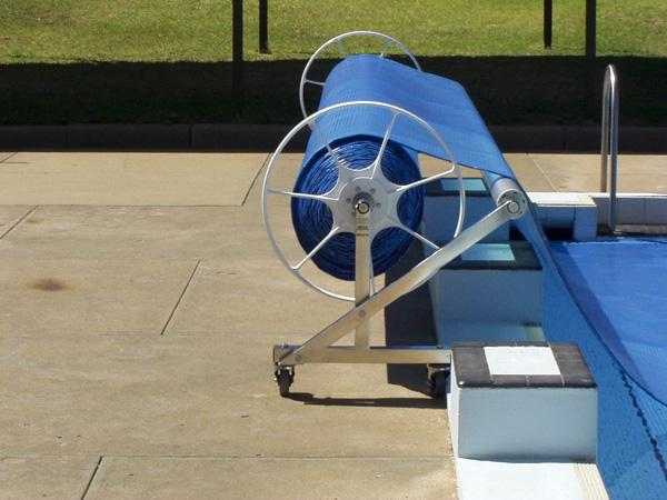 Commercial Pool Cover roller with outrigger