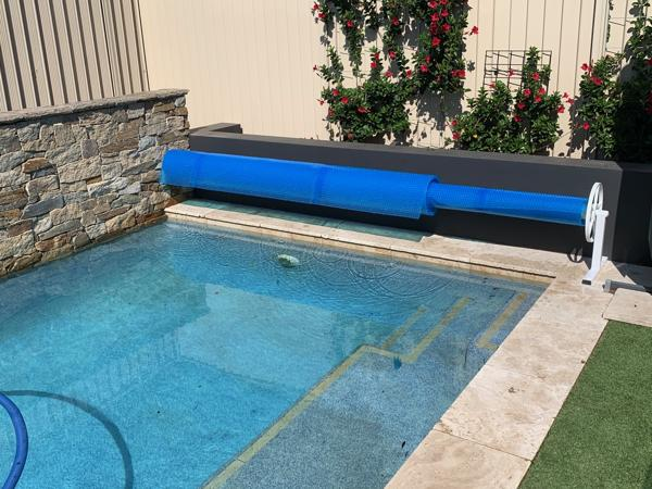 Wall End mount for Daisy Pool Cover Rollers